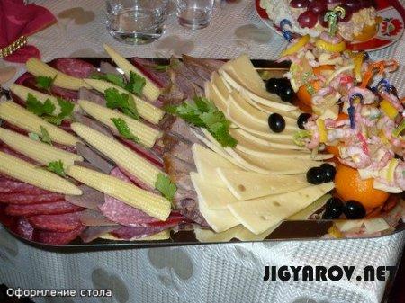 Новогодний стол - оформление и оригинальные блюда