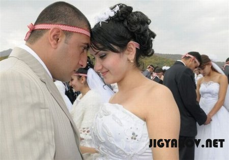 Свадьба - 700 пар в Арцахе!